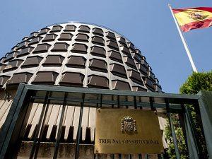 tribunal-constitucional_fachada_bandeira-e-cartel